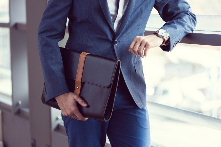ba47632249 ビジネススーツに合うブランドウォッチの選び方|結納返しや結婚記念の ...